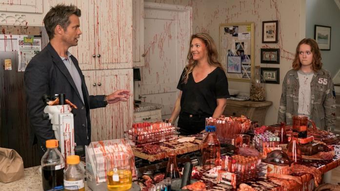 Joel, Sheila ed Abby in una cucina piena di sangue