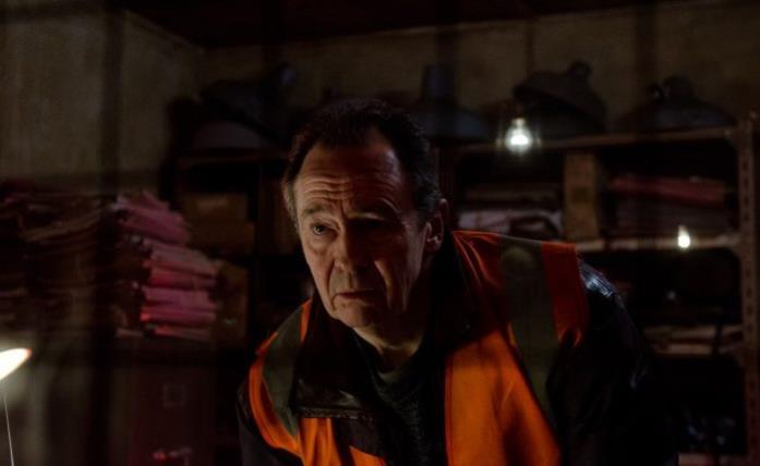 Tony si avventura tra i corridoi dell'ex manicomio per via di strani rumori