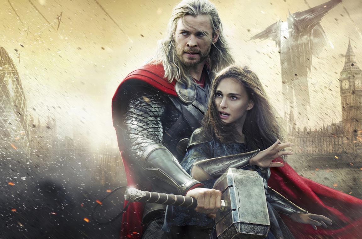 I personaggi interpretati da Chris Hemsworth e Natalie Portman in una città sotto attacco