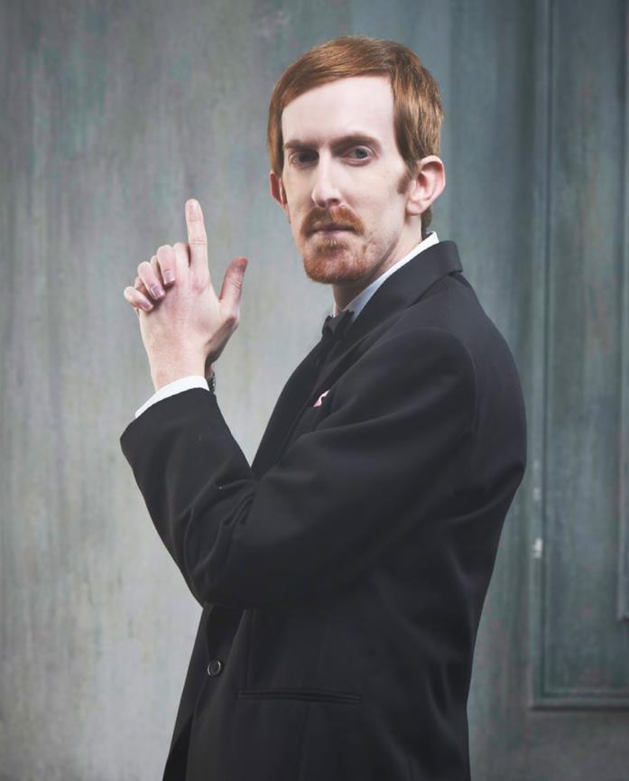 Andrew in posa da 007