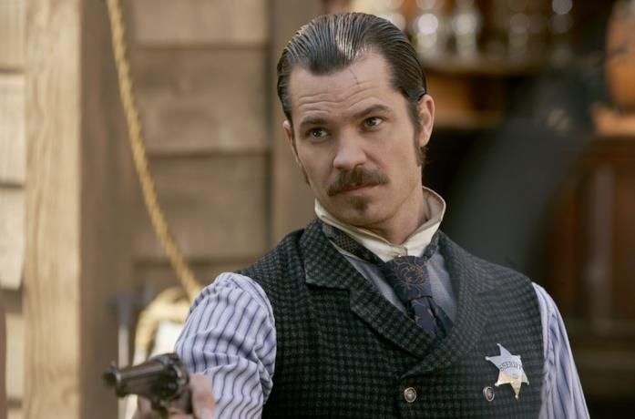 Un'immagine di Timothy Olyphant nella serie Deadwood
