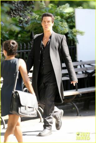 Matthew McConaughey incrocia una donna