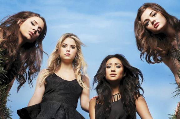 Troian Bellisario, Ashley Benson, Shay Mitchell e Lucy Hale in Pretty Little Liars