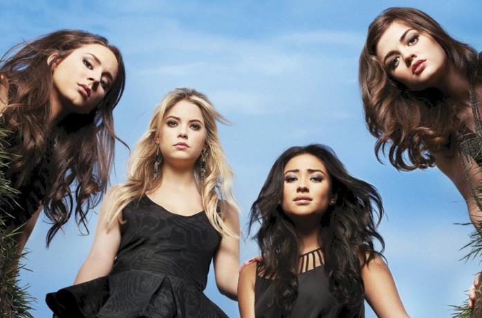 Troian Bellisario, Ashley Benson, Shay Mitchell e Lucy Hale in Pretty Little Liars