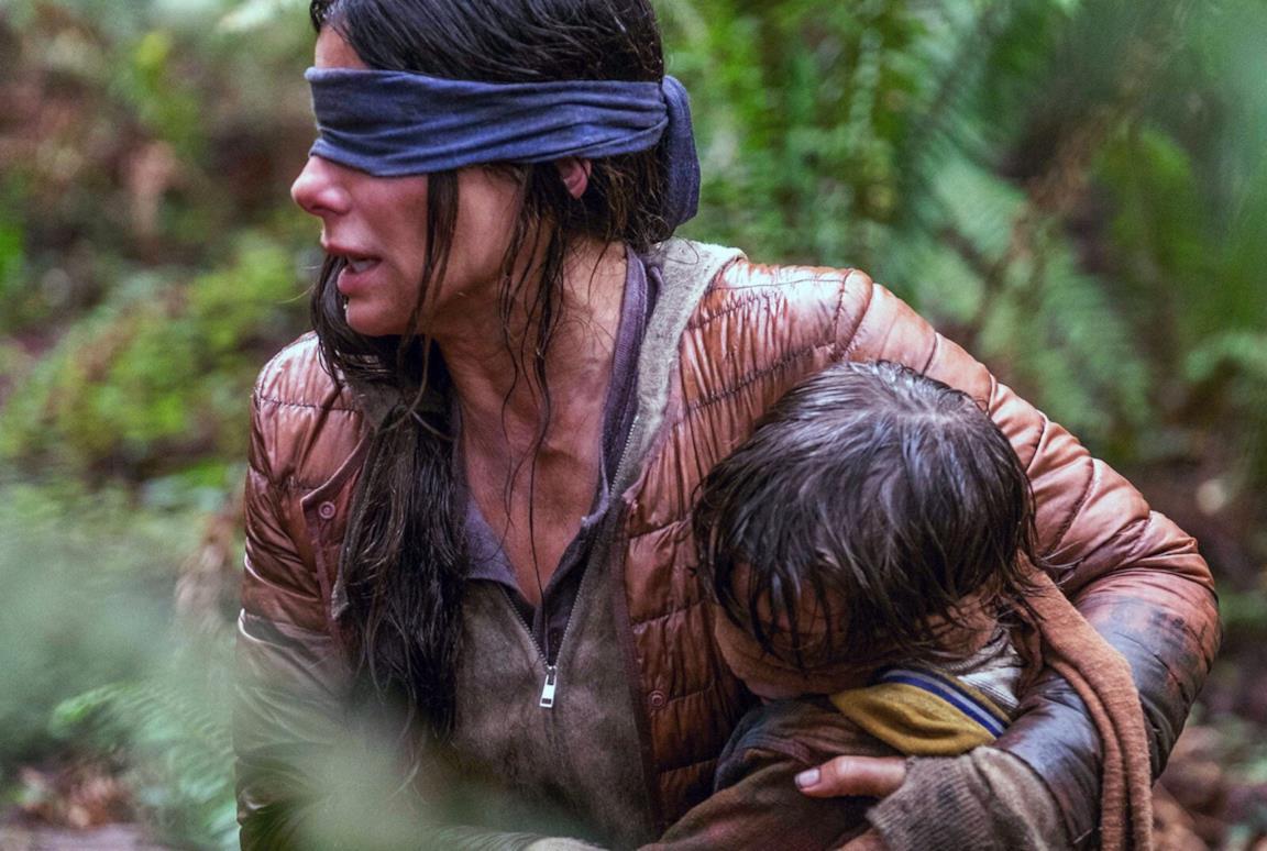 Una scena di Bird Box con Sandra Bullock