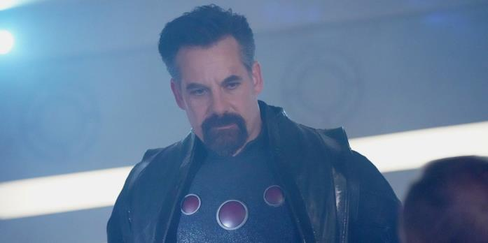 Un'immagine promozionale di Adrian Pasdar in Agents of S.H.I.E.L.D.