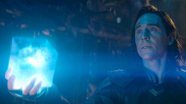 Loki stringe nella mano il Tesseract nel trailer di Avengers: Infinity War