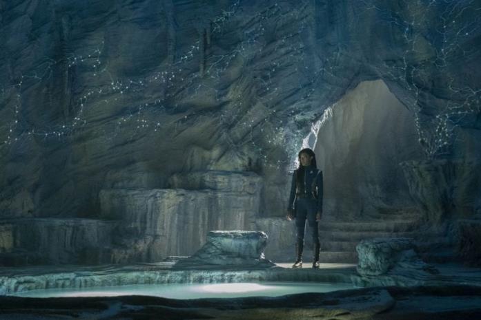 Burnham è all'interno di una grotta con una piccola risorsa d'acqua