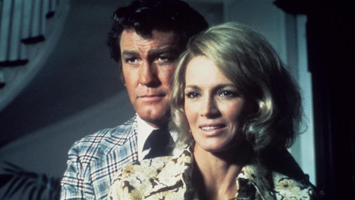 Earl Holliman e Angie Dickinson in una scena della serie TV Pepper Anderson agente speciale