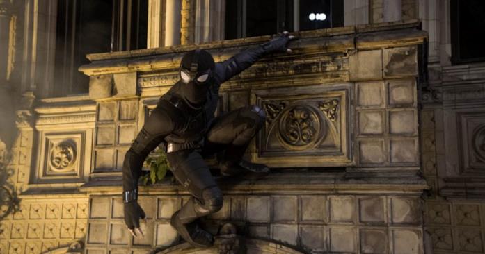 Spider-Man con un costume di fortuna a Praga