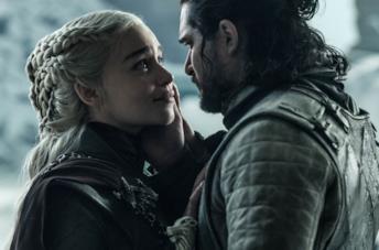 Emilia Clarke e Kit Harington nel finale di Game of Thrones 8