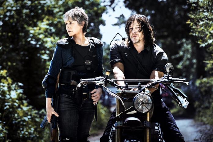 Carol e Daryl in una scena di The Walking Dead 8