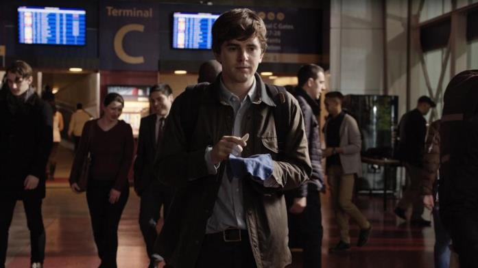 Freddie Highmore in una scena del primo episodio di The Good Doctor