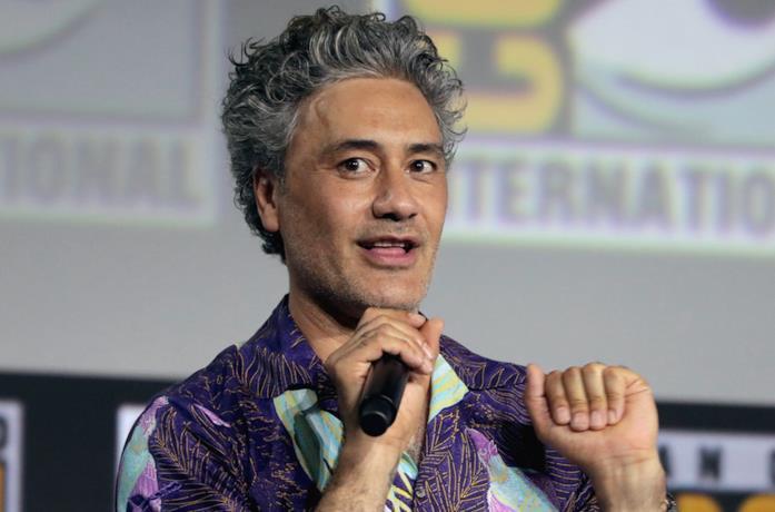 Taika Waititi, regista e sceneggiatore delle serie animate Netflix su La fabbrica di cioccolato