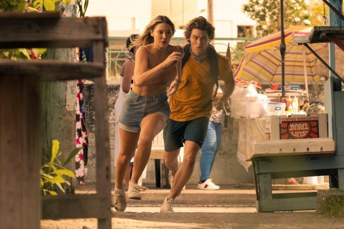 Sarah e John B. in una foto della seconda stagione di Outer Banks