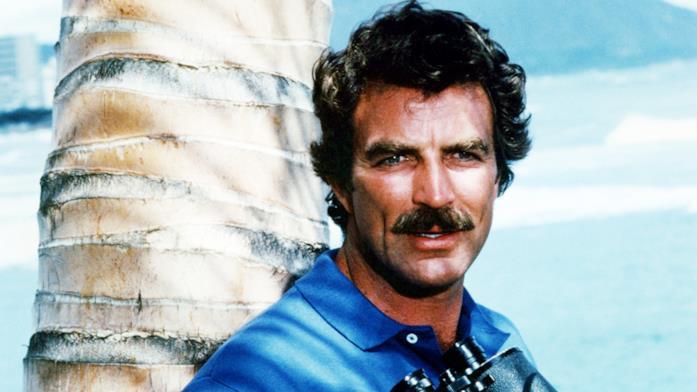 Tom Selleck nella serie TV Magnum, P.I.