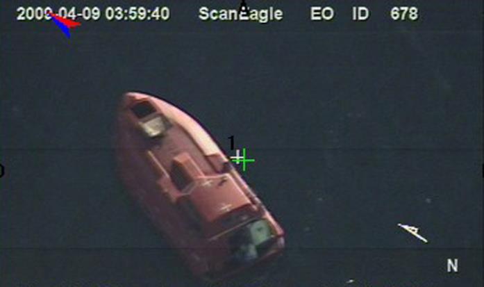 La scialuppa di salvataggio della Maersk Alabama su cui fuggono i sequestratori