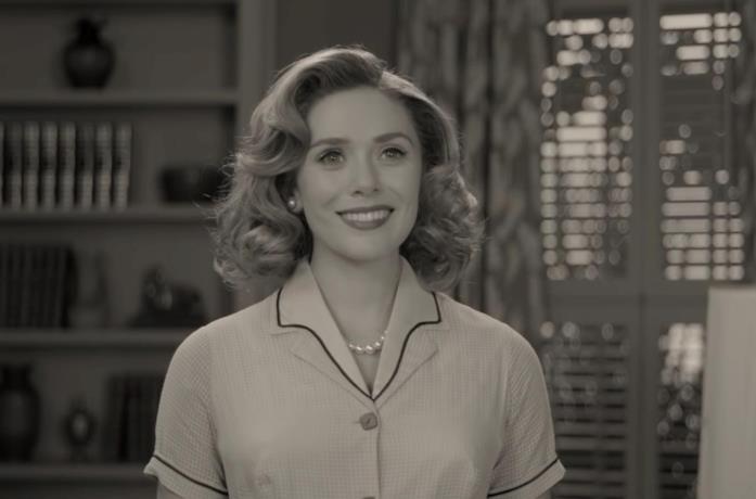 Elizabeth Olsen in una scena del primo episodio di WandaVision