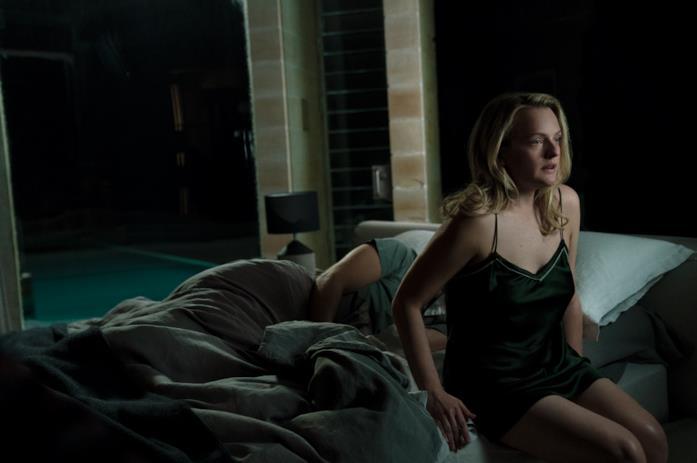 Cecile tenta di sfuggire senza svegliare Adrian