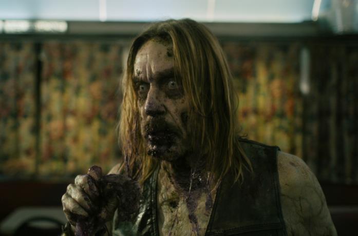 Iggy Pop in una scena del film I morti non muoiono di Jim Jarmusch