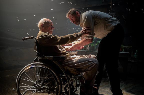 Hugh jackman in una scena di Logan - The Wolverine