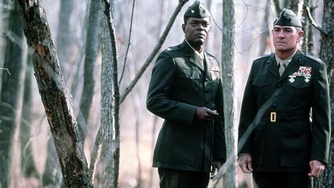 SamuelL. Jackson e Tommy Lee Jones in una scena di Regole d'onore