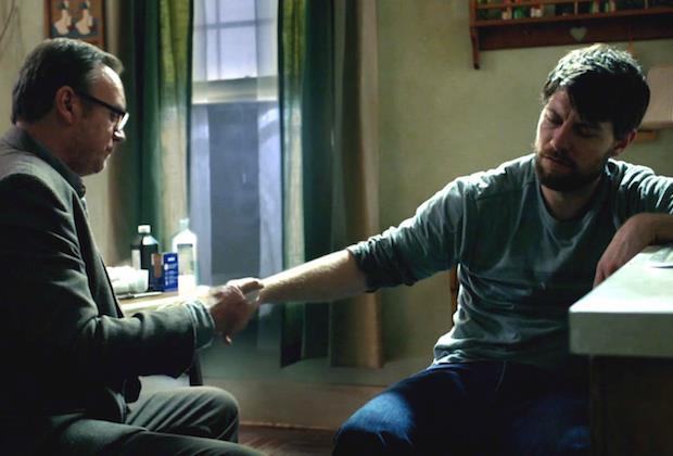Outcast: Anderson e Kyle nell'episodio 2