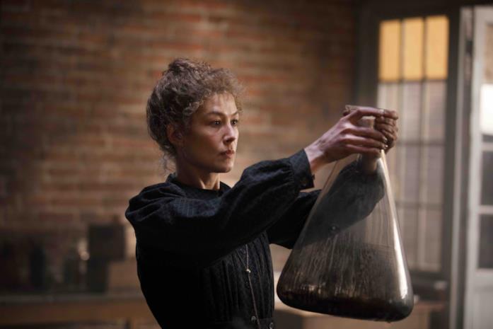 Rosamund Pike è Marie Curie