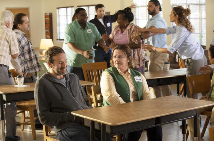 Chris O'Dowd e Melissa McCarthy in una scena del film Il nido dello storno