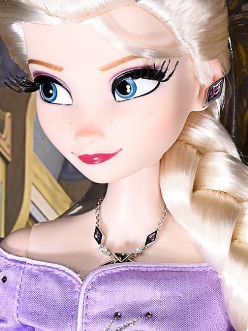 Primo piano di Elsa Bambola da 30.000 dollari di Roberto Coin