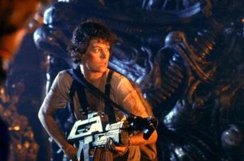 L'attrice Sigourney Weaver nei panni di Ripley nel film Aliens: Scontro finale