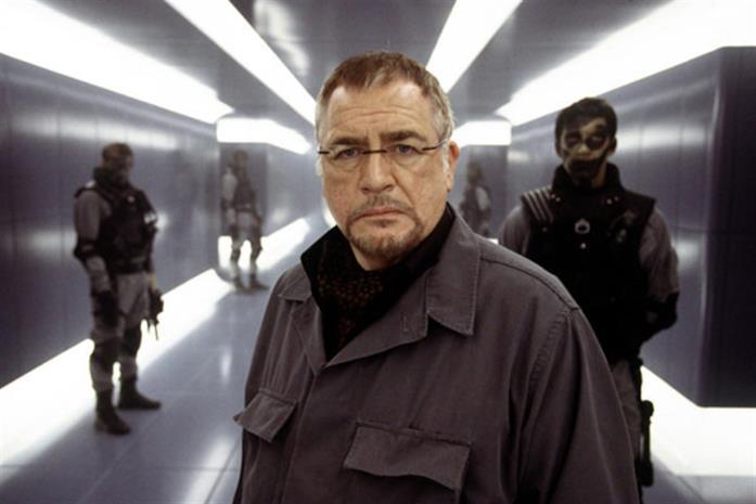 Brian Cox è il colonnello Stryker
