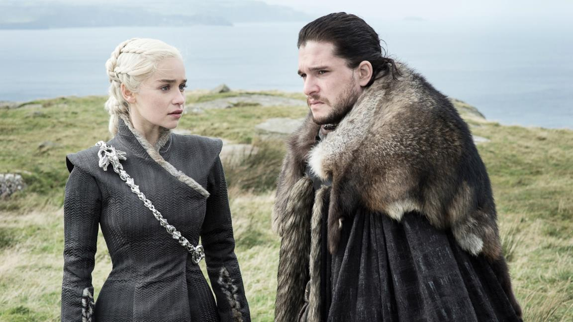 Jon Snow e Daenerys Targaryen in una scena di Game of Thrones 8x01