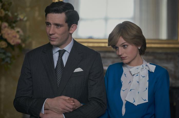 Carlo e Diana nella serie di Netflix The Crown