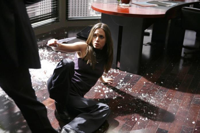 Eliza Dushku in una scena di Dollhouse