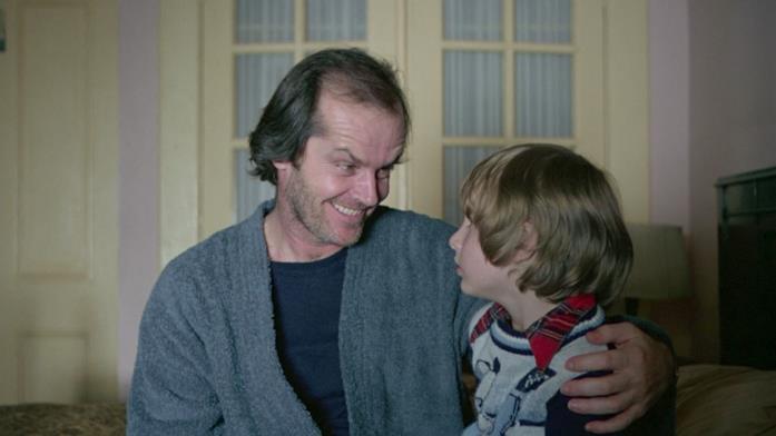 Jack e Danny parlano nell'appartamento