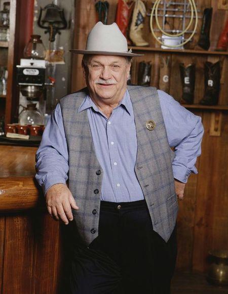 C.D. Parker nel suo bar in stile texano