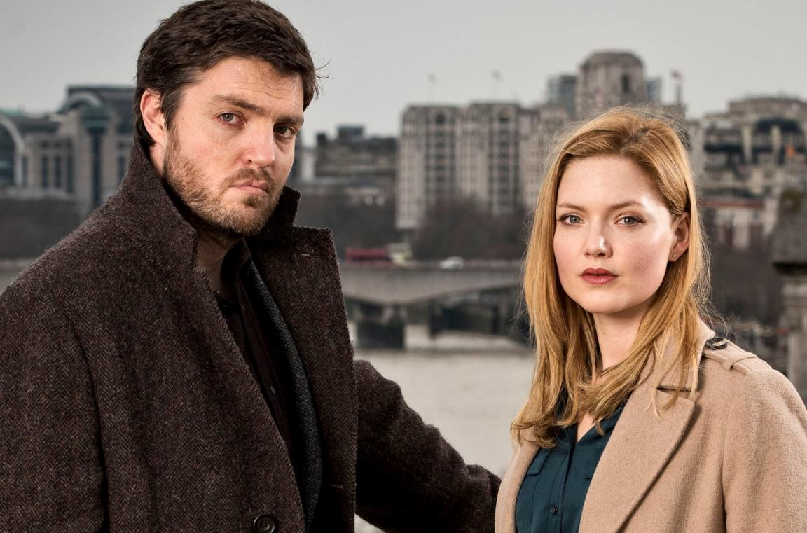Tom Burke e Holliday Grainger, protagonisti di Strike