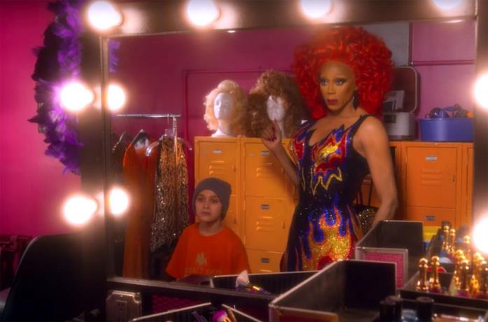 RuPaul e Izzy G in AJ and the Queen su Netflix