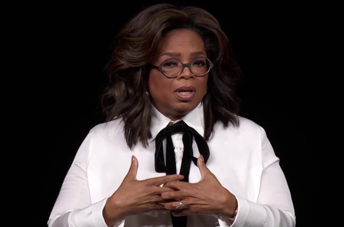 Primo piano di Oprah Winfrey, ospite dell'evento Apple dello scorso marzo dedicato ad Apple TV+