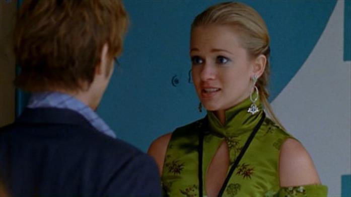L'attrice di Criminal Minds in una scena della serie Tru Calling