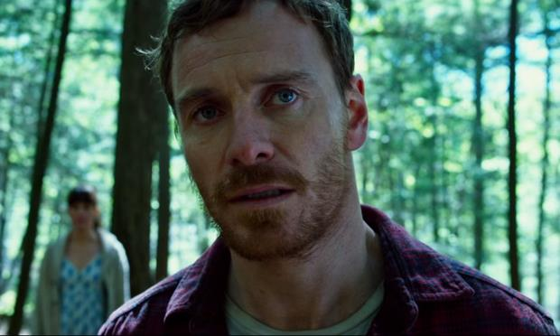 Fassbender in una foresta