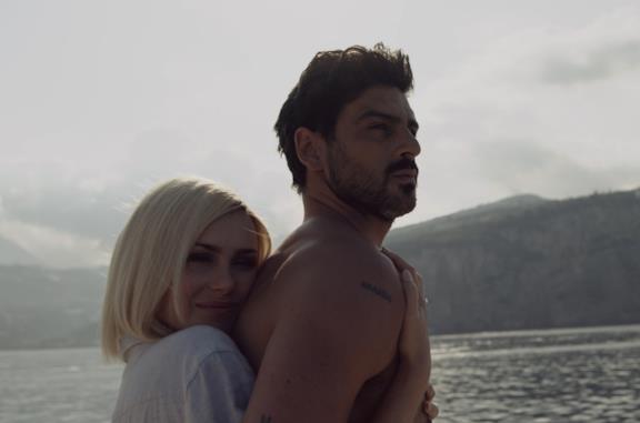 Anna Maria Sieklucka e Michele Morrone in una scena del film 365 giorni