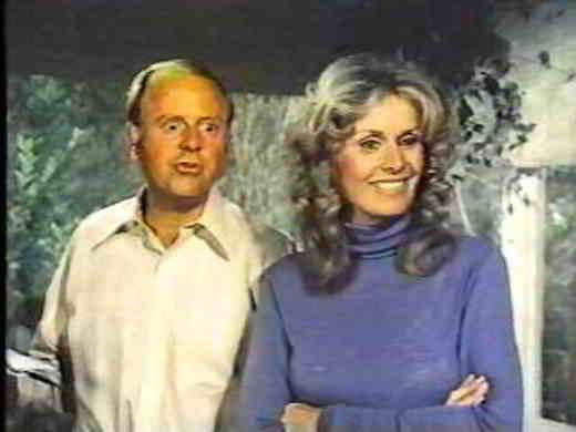 Tom e Joan Bradford in una scena de La famiglia Bradford