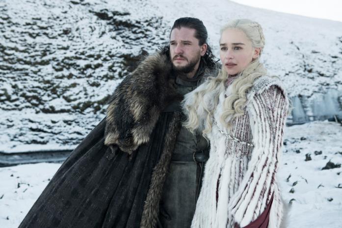 Kit Harington ed Emilia Clarke in Game of Thrones