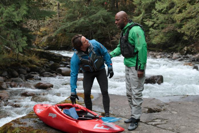 Jack e Preacher in canoa