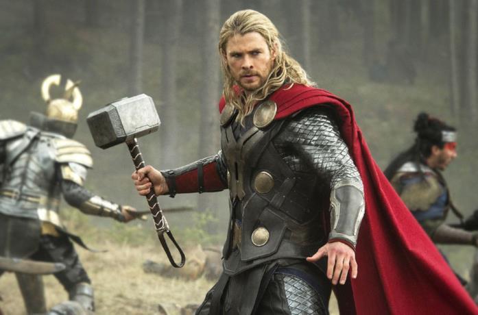 Thor impugna il suo martello in battaglia