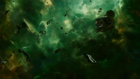 Quill si fionda a salvare Gamora in una scena di Guardiani della Galassia