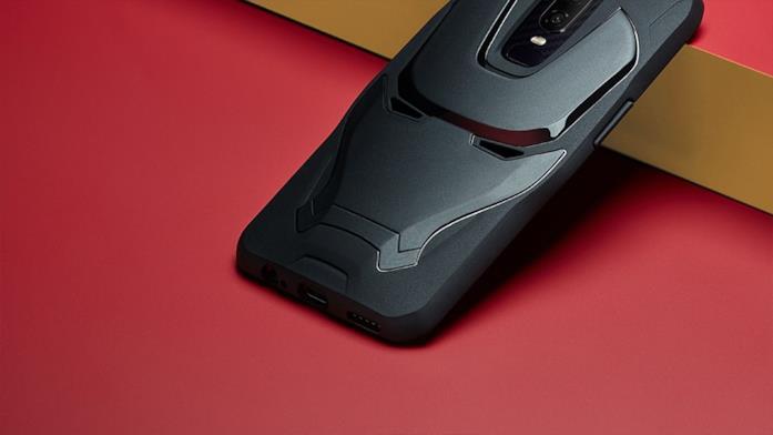 Primo piano della cover-phone di Iron Man ideata per il modello OnePlus 6 - Marvel Avengers Limited Edition