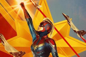 Capitan Marvel con il costume e la maschera rossa